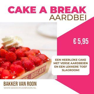 Een lekker zonnige cake voor het weekend!  Een heerlijke cake met verse aardbeien en een lekkere toef slagroom.  In de winkel en ook online te bestellen. Link in bio  #aardbeien #komtvoordebakker #bakker #bakkervanroon #bakkerij #brood #broodbakken #patisserie #bakken #delft #gebak #contactloosbrood #samenwerking #ambachtelijk #weetwatjekoopt #versbrood #samensterk #winkel #online